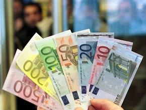 В Греции школьники нашли на улице сто тысяч евро и отнесли их в полицию