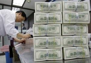 НБУ снизил курс продажи доллара на межбанке