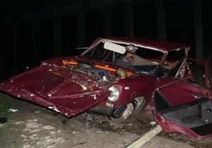 В Горловке автомобиль упал с высоты шести метров: трое погибших