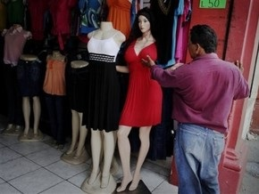 В Иране запретили использовать женские манекены без головного платка