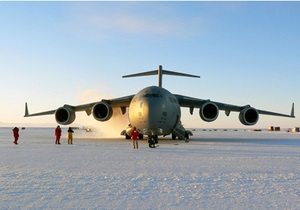 В США разбился военно-транспортный самолет