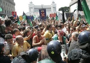 Пять тысяч пострадавших от землетрясения итальянцев попытались прорваться к резиденции Берлускони