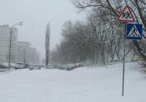 Киеву угрожают паводки. Попов распорядился срочно вывезти из города снег