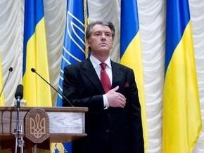 Ющенко поручил Кабмину организовать празднование Дня Конституции