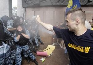 Из Львова в Киев на митинг против закона о языках отправились сто активистов Свободы