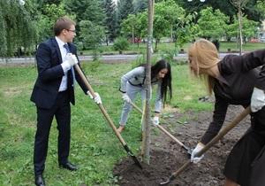 В парке имени Заньковецкой появились новые деревья