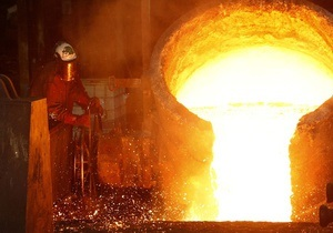 Мировые цены на медь упали до минимума за год