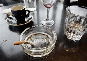 Власти Китая намерены запретить курение в общественных местах