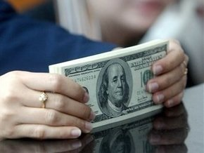 Доллар в обменниках продают по шесть гривен