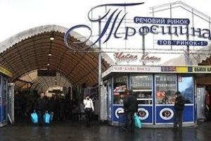 В Киеве на рынке Троещина обвалилась крыша