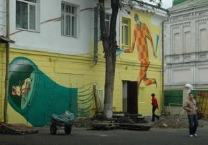 Попов распорядился разрисовать граффити остановки скоростного трамвая
