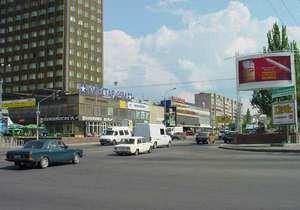 В Луганске автомобиль сбил школьника, который бегал через дорогу на спор