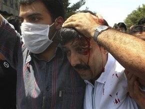 В Иране полиция снова разогнала сторонников оппозиции слезоточивым газом