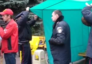 УП: Милиция демонтирует палатки протестующих в Первомайске
