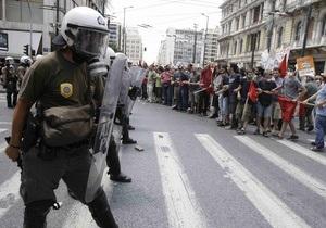 В Афинах забастовка против антикризисных реформ закончилась столкновением с полицией
