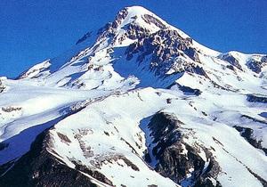 Две японских пенсионерки покорили одну из высочайших гор Кавказа