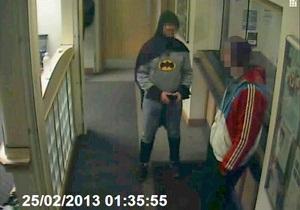 Новости Великобритании: Британец в костюме Бэтмена привел преступника в отделение полиции
