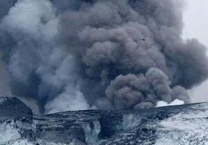 Облако вулканического пепла движется к главному аэропорту Исландии