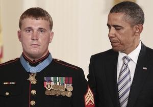 Обама вручил высшую награду США солдату, спасшему 36 человек