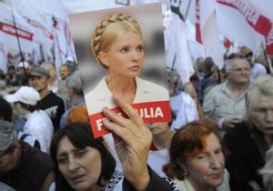 Сторонники Тимошенко пришли под здание Высшего спецсуда. Суд начал оглашать вердикт
