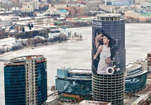 В России установили рекламное полотно весом более пяти тонн