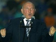 Коммунисты и регионалы оправдывают Лужкова