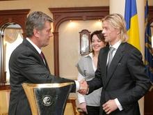 Спустя шесть дней Ющенко поздравил Тимощука с завоеванием кубка