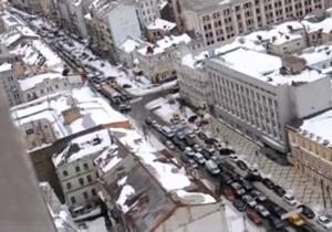 Уступи дорогу. Гаишники создали масштабную пробку в центре Киева, перекрыв проспект для кортежа