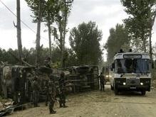 В Индии на фугасе подорвалась колонна военных