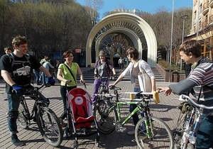 Киевляне требуют создать на Почтовой площади нормальные условия для пешеходов и велосипедистов