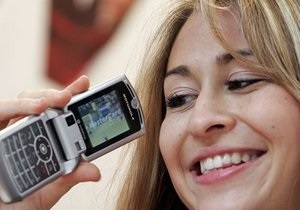 Ъ: Украинцы отказываются от обычных мобильников в пользу  умных