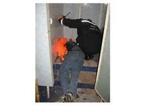 На черниговском вокзале мужчина застрял в унитазе
