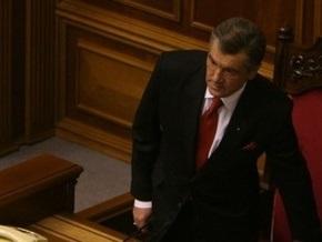 Коммунисты принесли в Раду чемодан и деньги для Ющенко