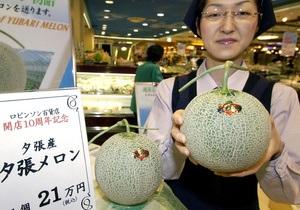 В Японии две дыни были проданы за 16 тысяч долларов
