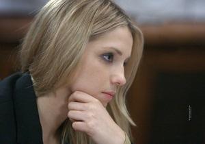 Дочь Тимошенко пришла на выборы в черной футболке