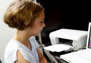 Опрос: Каждый второй украинский ребенок смотрит ТВ и пользуется интернетом вне контроля родителей