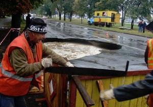 Движение на улице Борщаговской в Киеве ограничено из-за прорыва канализации