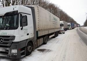 Укравтодор объяснил, почему на трассе Киев - Чоп образовались многокилометровые заторы