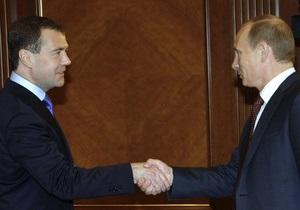 Более 70% россиян считают, что в ближайшее время разногласий между Путиным и Медведевым не будет