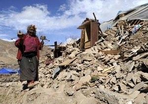 Число жертв землетрясения в Китае продолжает расти