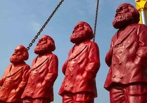 Пьяный немец украл одну из 500 скульптур Маркса в его родном городе