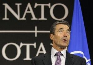 Янукович пригласил генсека НАТО в Киев