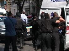 В центре Харькова люди в черных масках задержали Кернеса
