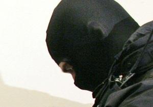 В центре Днепропетровска трое мужчин в масках и с дымовой шашкой ограбили кафе