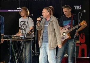 Поэт Александр Ирванец на митинге в поддержку ТВі