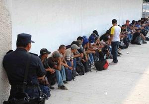 В Мексике полиция обнаружила более 500 нелегалов в двух грузовиках