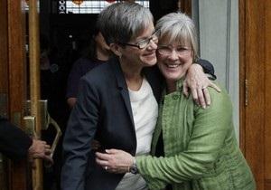 Федеральный суд США приказал восстановить в должности уволенную медсестру-лесбиянку