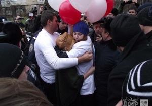 Возле больницы подрались сторонники и противники Тимошенко