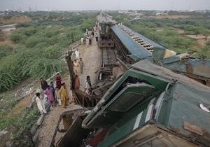На юге Пакистана столкнулись поезда