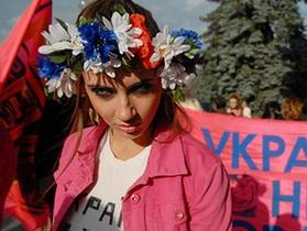 Активистки FEMEN разденутся у стен посольства РФ в Киеве